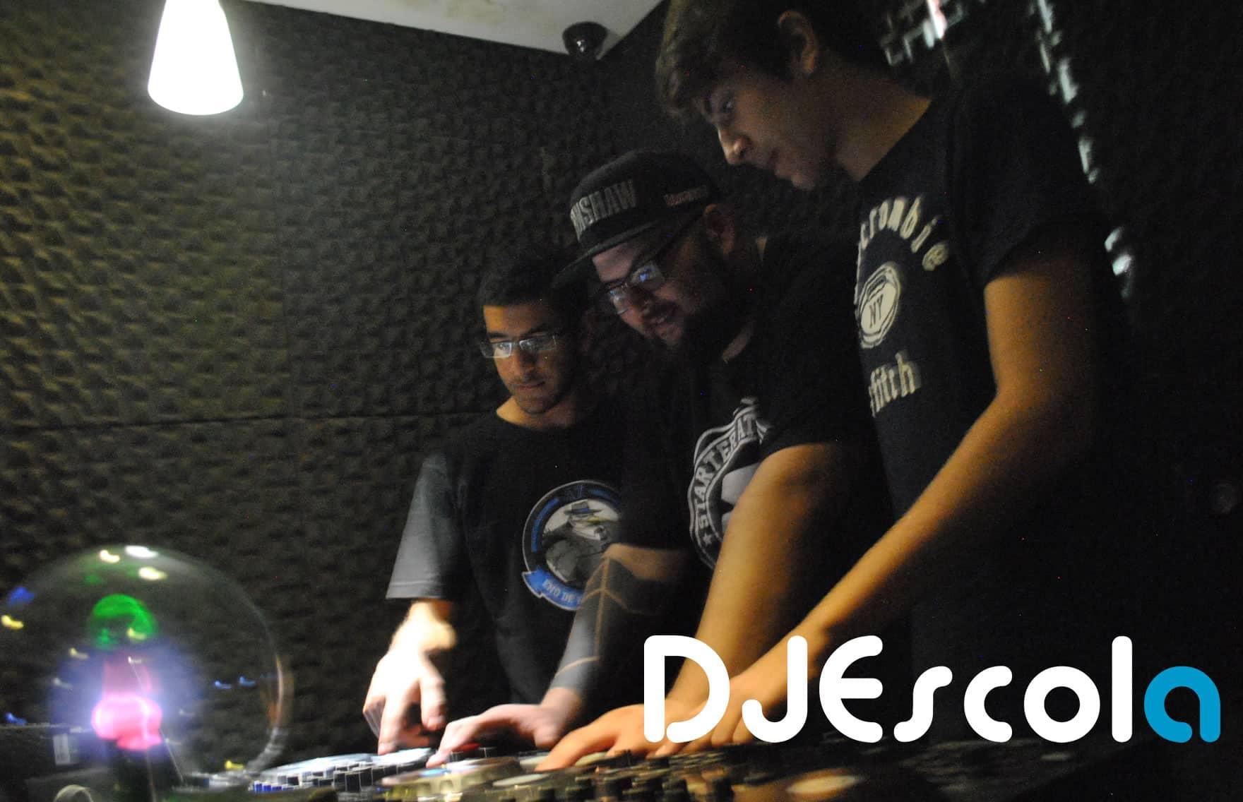 Curso de DJ com controladores